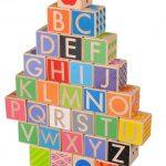 Andador con bloques de letras